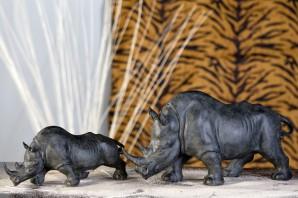Rhinozeros klein, dunkelgrau, 28 cm lang, 12 cm hoch