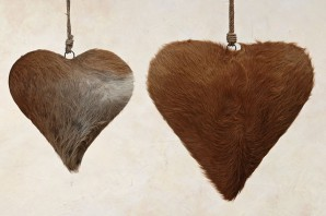 Hänger Herz aus echtem Ziegenfell, 36cm lang