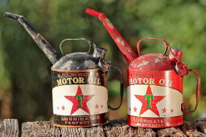 """Kanne """"Motor Oil"""" sortiert (rot od. schwarz), 29cm hoch, je"""