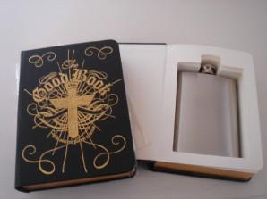 """Flachmann im Buch """"The Good Book"""""""