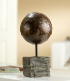 Globus auf Buchsockel, 28 cm hoch